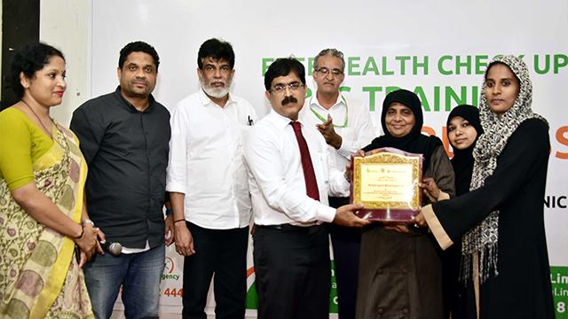Mrs Beefathima Ibrahim - Chairperson Kasaragod Muncipality presenting memento to Dr Yusuf Kumble -MD Indiana Hospital